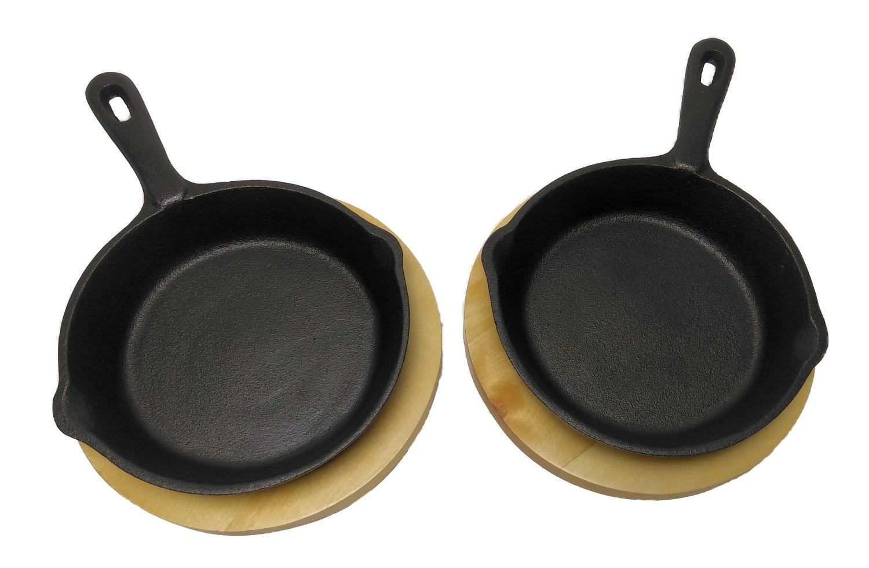 Guss-Mini-Pfannen 2er Set 15 cm mit Holz-Untersetzer ideal als Tapaspfanne, Portionspfanne oder Servierpfanne