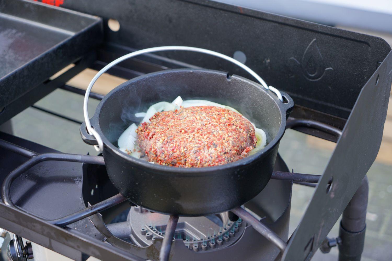 Camp Chef Classic Dutch Oven SDO8 Gusseisen Kochtopf Bräter Schmortopf Brotbackform durch die kompakte Größe ideal für eine kleinere Personenzahl