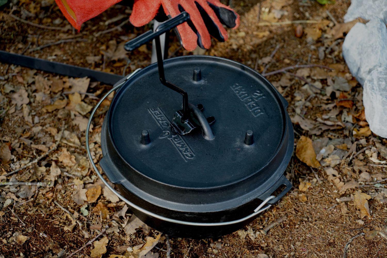 Camp Chef Deckelheber für Dutch Oven, praktischer Deckelheber zum sicheren und einfachen Heben und Transportieren der Dutch Oven Töpfe und Deckel