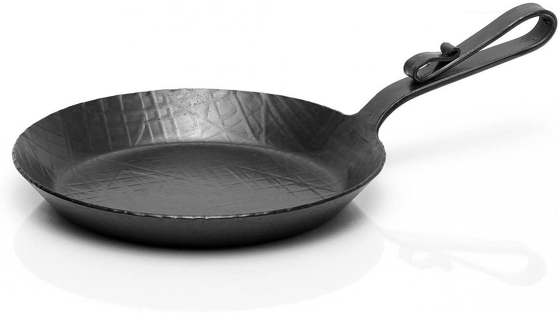 Helmensdorfer Bratpfanne | Servierpfanne 28 cm geschmiedete Eisenpfanne von Meisterhand geschmiedet, jede Pfanne ein Unikat